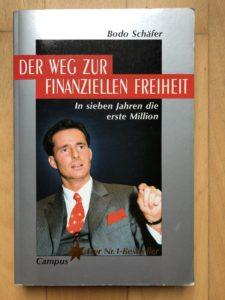 """Ein Buch über Geld und Finanzen. """"Der Weg zur finanziellen Freiheit"""" von Bodo Schäfer. Auflage 15, 2000."""